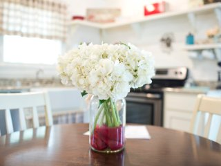 Hydrangea centerpiece on dinette in fully equiped farmhouse style kitchen in cabin rental in AR