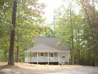 Storybrook Cottage | Perfect Romantic Getaway, Mena
