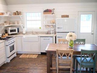 The Quarter House Cottage | Scenic Mountain Views, Mena