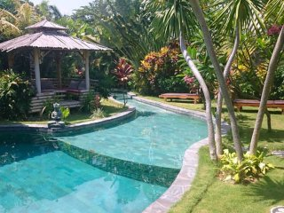 VILLA BELLE VIE. Natural, typical, quiet., Kuta