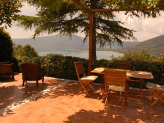 Holiday Villa with stunning lake view near Rome, Caprarola