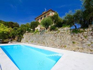 PANORAMA 3BR-pool&view by KlabHouse, Zoagli