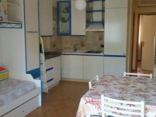 Taormina-Giardini Naxos Bivani sul mare +garage, Giardini-Naxos