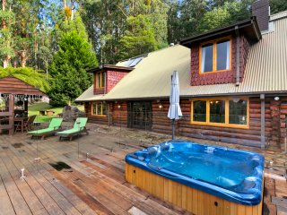 Eagles Nest Luxury Mountain Retreat, Narbethong