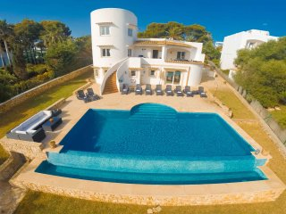 Fantastic Seafront Villa With stunning sea views, Cala d'Or
