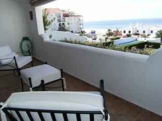 terraza y vistas de cercania al mar. Esta terraza no tiene estos muebles actualmente