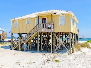 """Seascape"" 4 Bedroom, 2 Bath - Sleeps 9, Directly on the Gulf - Great Deck!, Dauphin Island"
