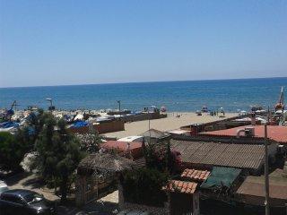Mare e ampia spiaggia bianca!