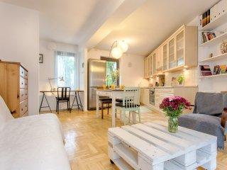 Cute & Sunny Family Apartment, Krakow