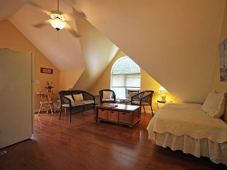Adorable Apartment in-town Oak Bluffs
