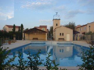 mazet dans residence, piscine et terrain de tennis