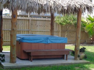 Tiki Paradise! Sleeps 15, Wifi, beach view, Galveston