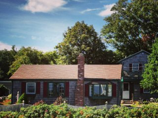 Back Beach Cottages - Charming house & guest house, Rockport