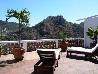 SUNNY, BRIGHT, HILLSIDE CASITA, Taxco
