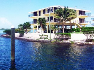Luxury Condo at Gulfpointe II with Fishing Pier on the Bay side, Marathon