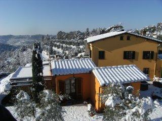 Bilocale Indipendente Stile Rustico Toscano climatizzato con parcheggio privato