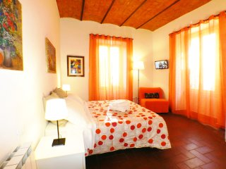 Rome Yourself Home 2 bedroom 6 people wifi free