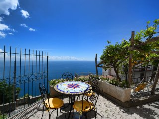 Marisca with terrace & sea view in ConcaDei Marini