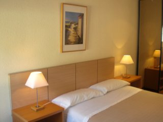 3KM FROM BARCELONA, CHEAP, NICE, VERY CALM, LOMINOUS, BUS, TRAM, METRO L3, Sant Just Desvern