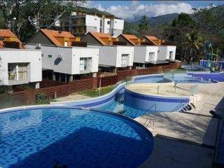 Elegante y Acogedor Apartamento, Piscinas, Todo In, Santa Fe de Antioquia