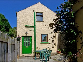 Garden Cottage: Cosy seaside accommodation for 2, Ballycastle