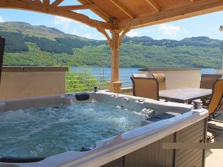 Jenny's Bay by Loch Goil with hot tub