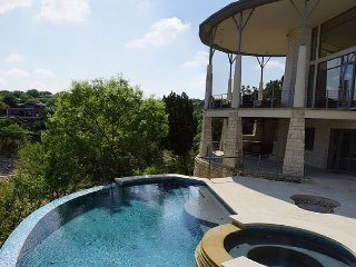 Lakeway Lago Villa (Lake Travis Deep Cove) with Beautiful Pool/Spa!!