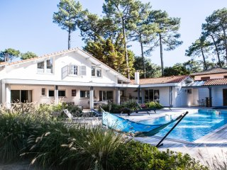 Seignosse villa with pool and walk to beach