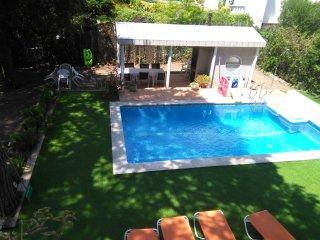 Casa con piscina y barbacoa ideal para familias