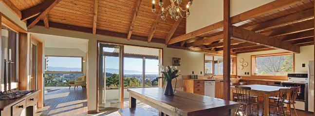 Hilltop Retreat Nelson Holiday Home with Views!
