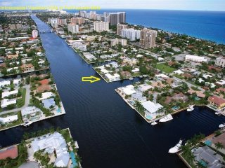 Spacious Intracoastal Home, Walk to Beach, Fort Lauderdale