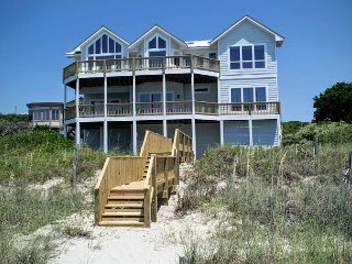 5BR Oceanfront House with Elevator, WiFi and Jacuzzi Tub!