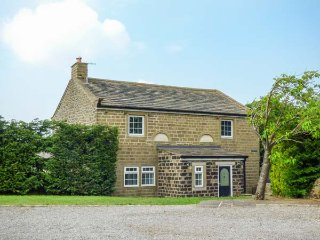 CHAPEL HOUSE, detached, stone-built cottage, woodburner, Sky TV, WiFi, in Cowling, Skipton, Ref 918855