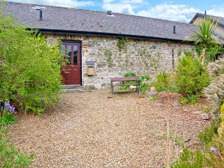 4 ROGESTON COTTAGES, woodburner, romantic retreat, contemporary furnishings and traditional features, near Broad Haven, Ref 936950