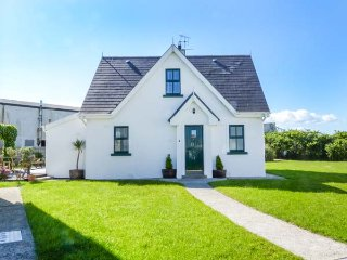 4 HOOKLESS VILLAGE, detached, multi-fuel stove, dog friendly, on-site tennis court and play area, Fethard On Sea, Ref 937506