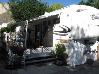34 ft 5th wheel with covered deck, Summerland