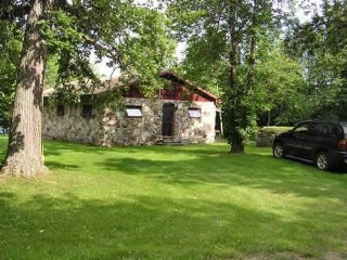 PRIVATE LAKEFRONT cottage near Westport, ON