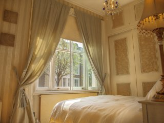 Central London Kensington Earls court 2bd Luxury Apt + private Garden, Fireplace