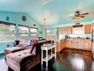 Sensational 1BR Blaine Cabin- Short Drive to Beaches!