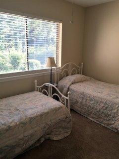 Bedroom-2 twin beds