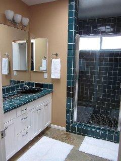 Top floor full bathroom