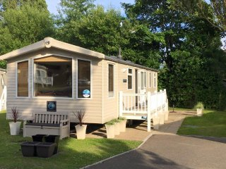 Caravan Holidays Hopton - 3 bed Moselle, Hopton on Sea