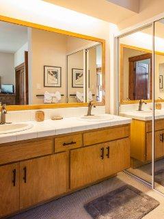 En-suite Full Master Bathroom- Shower and Tub