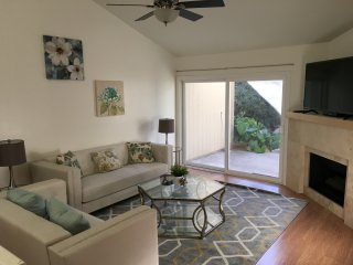 3BD/2BTH Condo Near Malls, Disney, & Beach - H