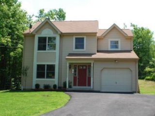 Beautiful Two Story Home in PA, Long Pond