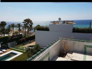 Fantastic Beachfront Villa In Puente Romano, Golden Mile, Marbella