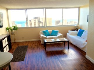 Luxury ocean view one bedroom apartment in Waikiki, Honolulu