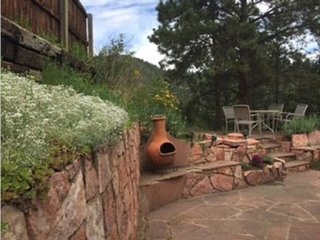 You will love to hang out on the patio..Kiva, several tables, grill, awesome mountain views!!