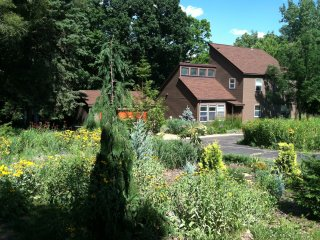 Contemporary 70's House w\HUGE Deck and Ravine, Princeton