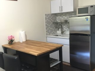 Renovated 1 Bedroom - 2 Blocks from Subway, Elmhurst